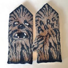 Knitting Patterns Mittens Thinking of Chewy! Ravelry: Chewie Mittens (Star Wars tribute) pattern by Therese Sharp Knitted Mittens Pattern, Knit Mittens, Knitted Gloves, Knitting Socks, Hand Knitting, Fingerless Mittens, Loom Knitting, Knitting Charts, Knitting Patterns