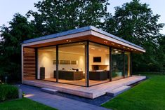 KELLER minimal windows work beautifully in this space space. It helps simplify the architecture creating an inspiring modern space. Backyard Office, Backyard Studio, Backyard Sheds, Backyard Patio, Garden Office, Minimalist Architecture, Architecture Design, Landscape Architecture, Landscape Design
