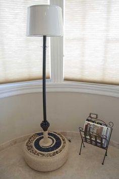 Hermosa lámpara elaborada con llantas recicladas..