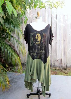 Repurpose T Shirt totally Love This Concept Of Repurposing A Cool T Shirt Bob Upcycled Sweater, Upcycled Clothing, Clothing Ideas, Bob Marley Shirts, Repurposing, Refashion, Frocks, Cool T Shirts, Plus Size