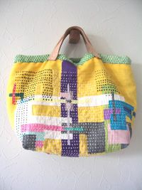 "Simple stitching great effect ""Patchwork goodness Make handles from old leather coat?"", ""patchwork and sashiko bag - love this idea!"", "":: Bag of Tar Patchwork Bags, Quilted Bag, My Bags, Purses And Bags, Sacs Tote Bags, Boro Stitching, Diy Sac, Sashiko Embroidery, Fabric Bags"