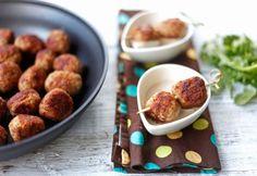"""""""Az igazi"""" svéd húsgolyók - túl híg alapból, zsemlemorzsa is kell bele Beef Recipes, Dog Food Recipes, Dinner Recipes, Green Eggs And Ham, Hamburger, Sausage, Almond, Bacon, Ikea"""