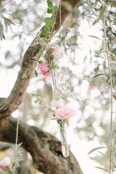 American Wedding  www.romeosyjulietas.es  Foto de Love Me Tender  www.lovemetenderphoto.com  #decoration #flowers