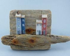 Tres casitas en una Base de madera 377 por CoastinHome en Etsy