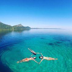 Crystal clear water at Ora Beach Maluku  Next trip to Maluku  Aug : 18-21 (full), 26-29 Sep : 9-12, 22-25 Oct: 6-9, 20-23 Nov: 3-6, 17-20 Dec : 9-12, 23-26, 29-01  For details/ reservation/private trip arrangement pls mail us at info@kakabantrip.com  #kakabantriptomaluku #maluku #barondamaluku #sawai #pulauseram #seramisland #indonesia #kakabantrip #orabeach #pantaiora #tropicalparadise #oratrip #pesonaindonesia