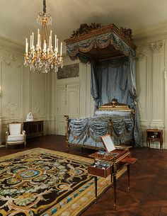 Boiserie from the Hôtel Lauzun, ca. 1770, with one modern panel. French (Paris). The Metropolitan Museum of Art, New York. Purchase, Mr. and Mrs. Charles Wrightsman Gift, 1976 (1976.91.1)