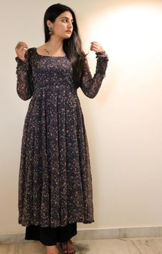 Party Wear Indian Dresses, Designer Party Wear Dresses, Pakistani Dresses Casual, Indian Fashion Dresses, Kurti Designs Party Wear, Dress Indian Style, Pakistani Dress Design, Punjabi Suit Neck Designs, Indian Outfits