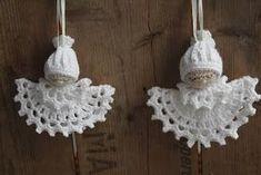 What a beautiful Christmas wreath - Salvabrani - Crochet Brazil Dollar Store Christmas, Christmas Crafts For Kids, Christmas Angels, Christmas Wreaths, Christmas Ornaments, Christmas Crochet Patterns, Crochet Snowflakes, Crochet Doll Pattern, Bead Crochet