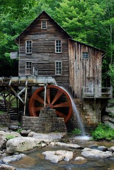 Glade Creek Grist Mill at Babcock State Park in Fayette County West Virginia Country Barns, Old Barns, Country Life, Country Living, Old Grist Mill, Water Powers, Water Mill, Jolie Photo, Le Moulin