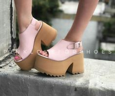 Tacones rosas un par perfecto 👐🌹 Platform Flip Flops, Platform Shoes Heels, Sexy Heels, High Heels, Strapless Tops, Cute Shoes, Beautiful Outfits, Footwear, My Style