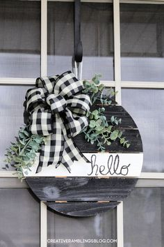 A simple fall wood sign with buffalo check ribbon and greens. Black and white rustic farmhouse wreath for fall. Fall Wood Projects, Craft Projects For Kids, Diy Projects, Craft Ideas, Diy Ideas, Party Ideas, Decor Ideas, Winter Crafts For Kids, Fall Crafts