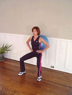 Wall Squats with Ball Exercise. Met wat simpele oefeningen die je thuis kan doen ben je prima op weg  naar wat beweging