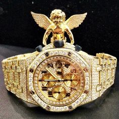 Looks like the homie Jim Jones just copped a new Fully Iced Out Yellow Gold Audemars Piguet Royal Oak Offshore from Othajeweler. This watch is looking very very fresh, even the sides of the band is iced out smh.