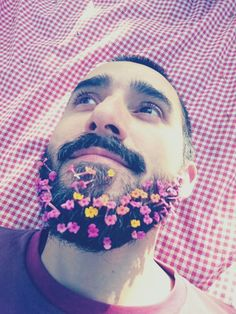 Mi barba con flores silvestres
