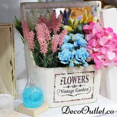 Flores artificiales. Jardineras en madera Decor, Vintage Garden, Home Decor, Vase, Table Decorations, Glass Vase, Glass, Vintage