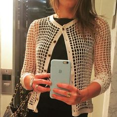 WEBSTA @ alziravieiraoficial - Estilosíssima @patriciacbermudez com seu casaqueto handmade #sedapura #croche #crochet #handmade #feitoamao