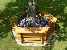 Tree Seat, Tree Bench, Tree Planters, Wooden Garden Planters, Landscaping Around Trees, Backyard Landscaping, Landscaping Ideas, Mulch Ideas, Florida Landscaping