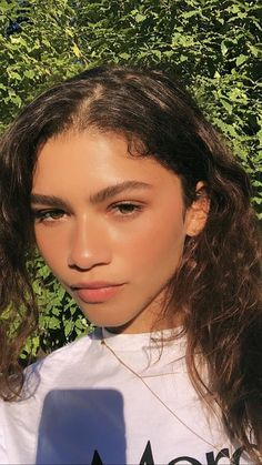 Zendaya is too beautiful Moda Zendaya, Estilo Zendaya, Zendaya Style, Zendaya Makeup, Pretty People, Beautiful People, Model Tips, Zendaya Maree Stoermer Coleman, Makeup Samples