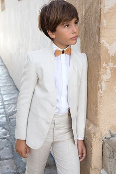 Linen Communion fits Manuel Pardo menswear by minominohandmade Boys First Communion Outfit, Communion Suits For Boys, Holy Communion Dresses, First Communion Party, Diy Wedding Veil, Wedding Dress With Veil, Wedding Favors, Party Favors, Communion Hairstyles