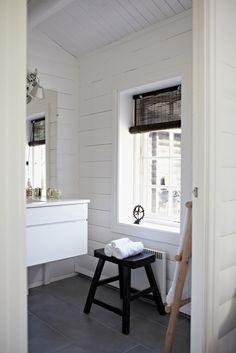 Summer cottage bathroom