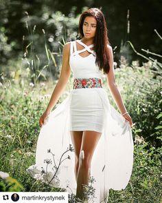 Ach už nech je leto...  príroda a čaro folklóru že chlapi?  #praveslovenske od @martinkrystynek  #lesnavila @barbellay #slovensko #slovakia #forest #trees #summer #folk #folklore #fashion #girl #nature