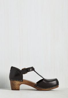Traipsing Staple Heel. Make the most of your meandering with these Kelsi Dagger Brooklyn clogs steadfastly at your feet! #black #modcloth