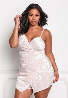 Tabria models this Plus Size Crushed Velvet Surplice Romper Plus Size Looks, Curvy Plus Size, Plus Size Girls, Plus Size Model, Curvy Fit, Stylish Plus Size Clothing, Plus Size Fashion For Women, Plus Size Dresses, Plus Size Outfits