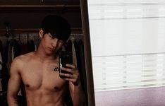 """Polubienia: 1,837, komentarze: 444 – Cory Hong (@24k_coreeya) na Instagramie: """"️♂️ #gogo"""""""