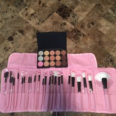 Makeup and Brushes Bundle Vander eyeshadow and 25 piece brush set Makeup Eyeshadow