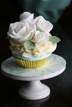 beautiful cupcakes - gold and tiffany blue sweet table