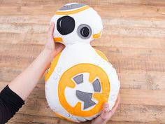 Tutorial DIY: Star Wars: Uszyj poduszkę droid BB-8 przez DaWanda.com