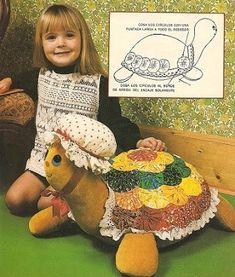 tortuguita en fieltro | libertad Felt Turtle, Crochet Turtle, Animal Decor, Animal Crafts, Easy Sewing Projects, Sewing Crafts, Floor Pillows Kids, Sewing Stuffed Animals, Turtle Pattern