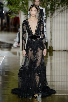 Zuhair Murad Fall 2017 Couture Fashion Show - The Impression Zuhair Murad, Runway Fashion, High Fashion, Fashion Show, Fashion Outfits, Haute Couture Style, Robes Glamour, Belle Silhouette, Glamorous Dresses