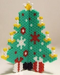 3D Christmas tree hama perler by Les Mercredis de Julie