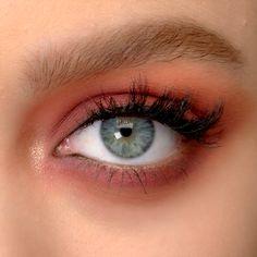eyeshadow makeup video makeup without eyeliner eyeshadow makeup tutorial makeup for blue eyes zombie makeup makeup looks step by step makeup palette makeup do Makeup Goals, Makeup Inspo, Makeup Tips, Makeup Ideas, Makeup Products, Cute Makeup Hacks, Easy Makeup, Makeup Designs, Simple Makeup