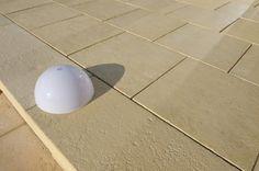 Blockstufen farblich abgestimmt für perfekte Übergänge zum Poolbereich. (WESERWABEN Opus)