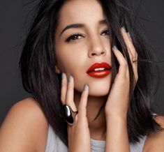 LEILA BEKHTI - Française - 30 ans - Actrice