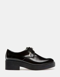 67ffad23b17 Na Stradivarius encontrarás 1 Sapatos rasos com cordões para mulher por  apenas 19.95 Portugal . Entra