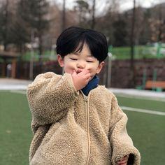 Cute Baby Boy, Cute Little Baby, Baby Daddy, Little Babies, Baby Kids, Kids Girls, Cute Asian Babies, Korean Babies, Asian Kids