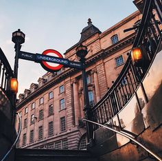 London Travel Tips: http://www.travelthingstodo.com/london-travel-tips-transport-food-prices-attractions/