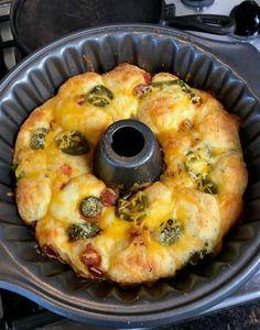 Keto Pull Apart Pizza Bread Recipe #Keto!