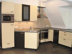 There is a student kitchen available for you to use. All of the basics required for cooking and eating are in the kitchen. Student Living, Beautiful Villas, Study Abroad, Germany, Cooking, Kitchen, Home, Heidelberg, Sorority Sugar