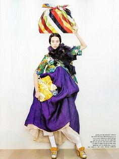"Vogue Korea August 2012 Issue Editorial: ""Fashion into Art"" Photographer: Kang Hyea Won Stylist: Seo Young Hee Style Oriental, Oriental Fashion, Ethnic Fashion, Asian Fashion, Korea Fashion, Vogue Fashion, Look Fashion, Fashion Art, Vogue Korea"