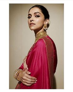 Check major bridal jewellery inspiration from Deepika Padukone and woo everyone at your wedding! This jewellery inspiration from her is the perfect thing a bride can do Indian Celebrities, Bollywood Celebrities, Bollywood Fashion, Bollywood Actress, Bollywood Stars, Bollywood Outfits, Indian Bollywood, Indian Sarees, Silk Sarees