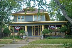 Four Square House Foursquare Style House Ft Worth By Square House Interior Design Four Square Homes, Craftsman Bungalows, Craftsman Houses, Craftsman Style, Craftsman Cottage, American Craftsman, Cottage Exterior, Secret House, Craftsman Interior