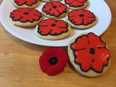 poppy cookies for Remembrance Day/ Veteran's Day Leaf Cookies, Cupcake Cookies, Perfect Pie Crust, Edible Creations, Remembrance Day, Veterans Day, Custom Cakes, Holiday Recipes, Cookie Recipes