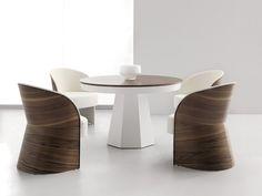 Conjunto de Mesa de comedor 120 x 120 cm. extensible 200 cm. en madera de roble con pie lacado y tapa en chapa natural de nogal cerezo y sillones 63 cm. a juego en nogal cerezo.