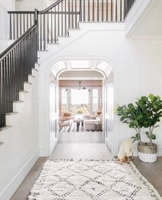 This stunning contemporary beach house was designed by Cortney Bishop Design, located on Kiawah Island, in Charleston County, South Carolina. Style At Home, Foyer Decorating, Decorating Ideas, Decorating Websites, Beach House Decor, Home Decor, Beach House Designs, House On The Beach, Home Goods Decor