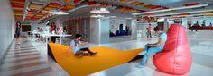 Díaz y Díaz. Vivero de empresas Papagayo. A Coruña - Coworking. Open workspace Interior design. Office. Concrete floor. Color ceiling. Architecture