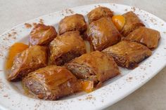 Συνταγή για λαχταριστά Πολίτικα μπακλαβαδάκια αμυγδάλου. Μια από τις πιο ξεχωριστές Πολίτικες Συνταγές. Μπακλαβαδάκια για να γλείφετε τα δάχτυλα σας.